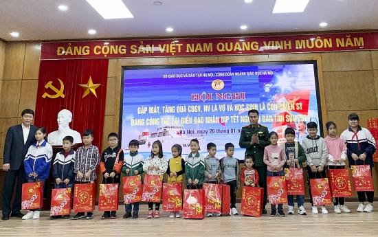 Thiết thực chăm lo đời sống cán bộ giáo viên dịp Tết Tân Sửu