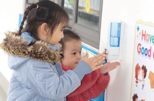 Học sinh phải được kiểm tra thân nhiệt trước khi đến trường
