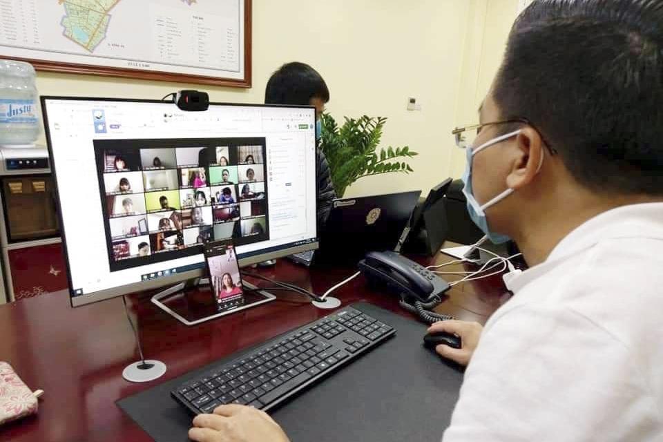 Tập huấn kỹ năng ứng dụng công nghệ thông tin cho cán bộ giáo viên, nhân viên
