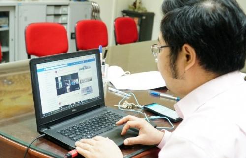 Trường đại học cho sinh viên bảo vệ khóa luận trực tuyến