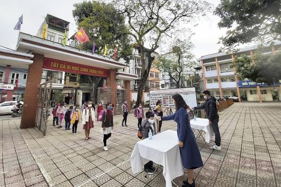 Học sinh Thủ đô hào hứng trở lại trường, chấp hành nghiêm quy định phòng chống dịch