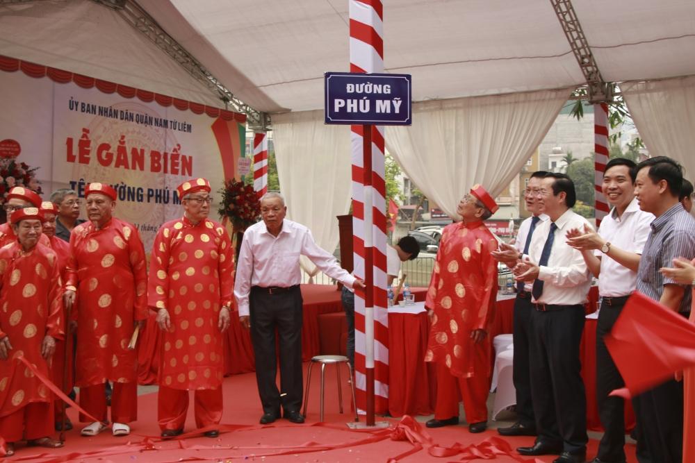 Quận Nam Từ Liêm gắn biển tên đường Phú Mỹ