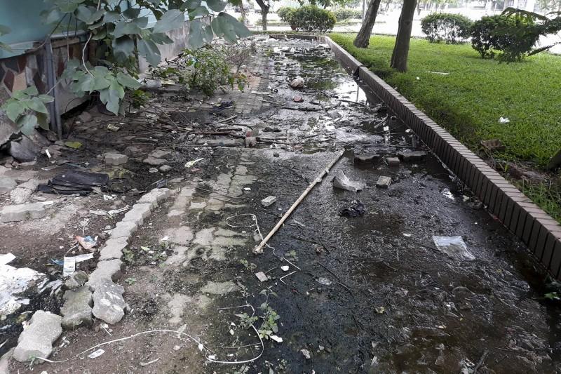 Người dân chung cư N6 Đồng Tàu đang bị khổ vì ô nhiễm