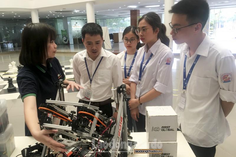 Sôi nổi Ngày hội Khoa học công nghệ STEM Day