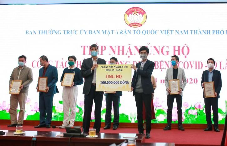 Trường THPT Phan Huy Chú - Đống Đa ủng hộ 100 triệu đồng chống dịch