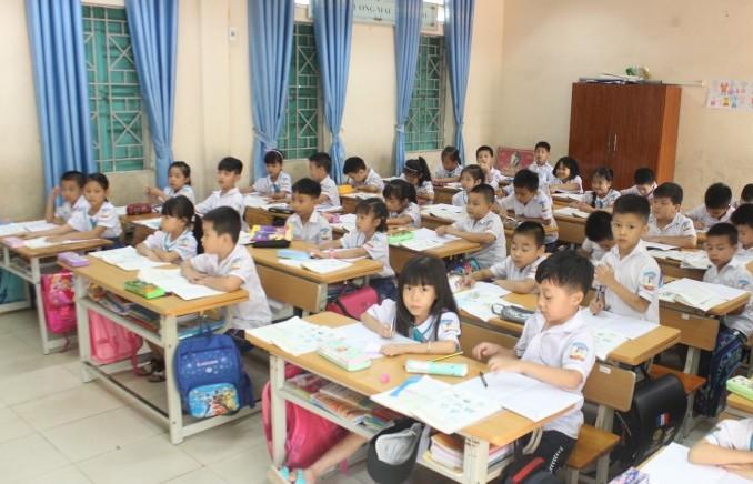 Cán bộ quản lý và giáo viên có thể gửi thư khen học sinh có thành tích