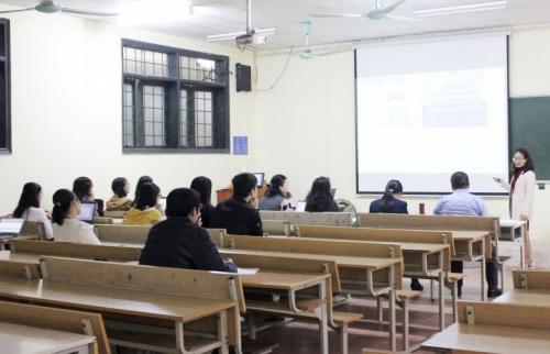 Không quy định cứng nhắc định mức giờ chuẩn của giảng viên trong một năm học
