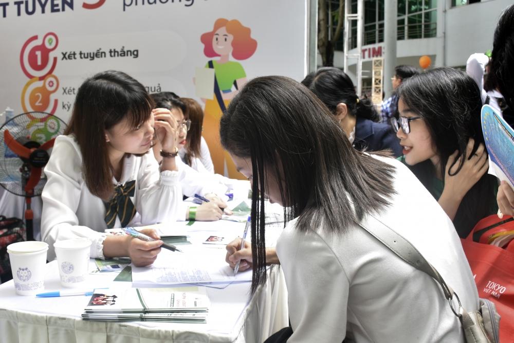 Giúp học sinh tiếp cận, có định hướng về nghề nghiệp tương lai