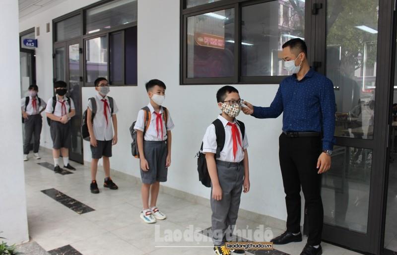Nghiêm túc thực hiện quy định phòng, chống dịch Covid-19 ngày đầu trở lại trường học
