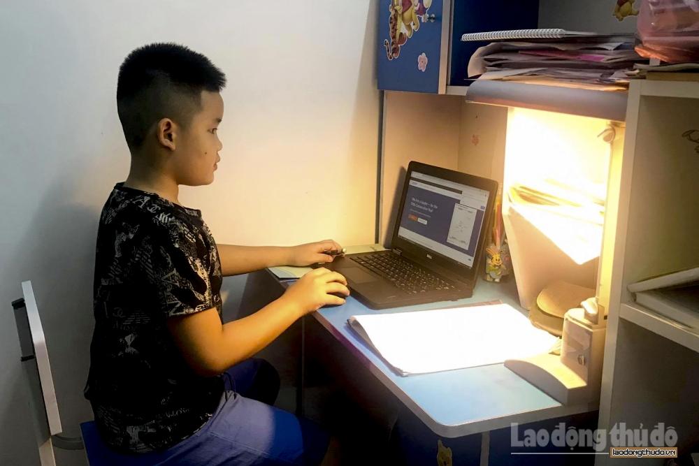 Học sinh lớp 1 học trực tuyến từ ngày 13/9, tối đa 3 tiết mỗi ngày