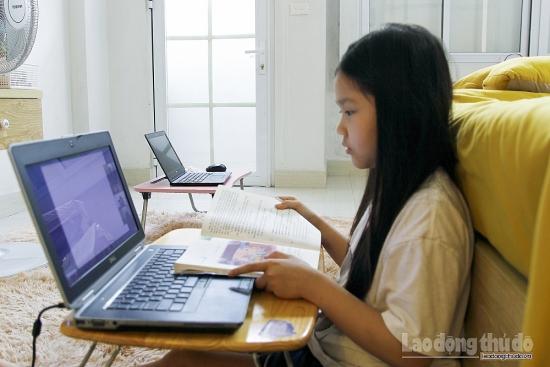 """Kích hoạt dạy học trực tuyến, nỗ lực hoàn thành nhiệm vụ """"kép"""""""