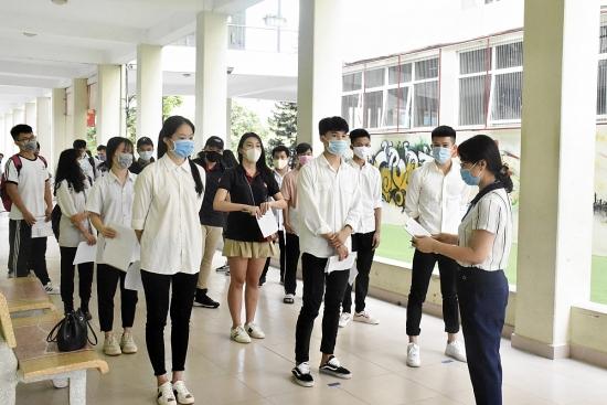 Học sinh lớp 12 Hà Nội làm bài kiểm tra khảo sát trực tuyến