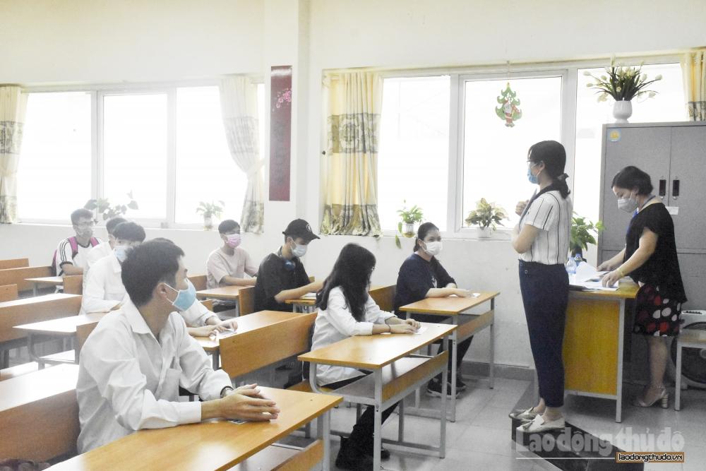 Hơn 100.000 học sinh lớp 12 tại Hà Nội làm kiểm tra khảo sát trực tuyến