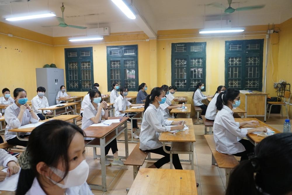 Hơn 93.000 thí sinh Hà Nội bước vào ngày thi đầu tiên kỳ thi tuyển sinh vào lớp 10