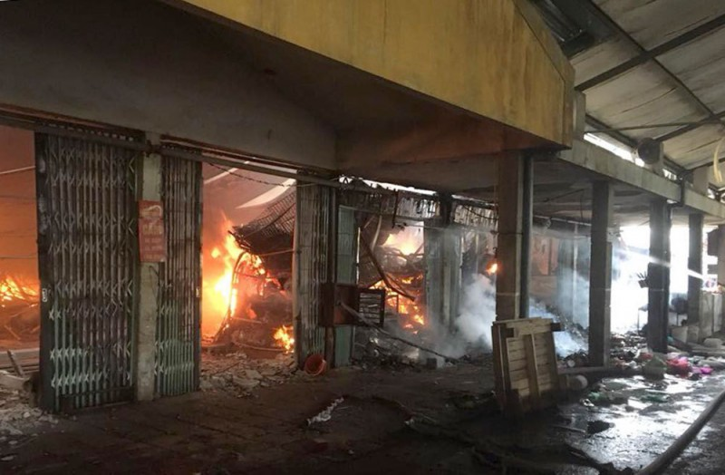 Kỳ 2: Nỗi lo cháy chợ