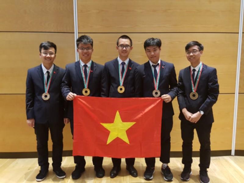 """Việt Nam tiếp tục """"thắng lớn"""" tại Olympic Vật lý Quốc tế 2018"""