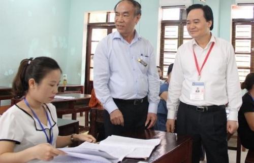 Bộ trưởng Bộ Giáo dục kiểm tra công tác chấm thi THPT quốc gia tại Hà Giang
