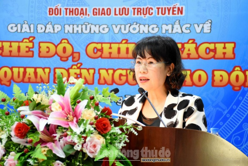 truc tuyen hinh anh gan 300 cong nhan lao dong doi thoai ve che do chinh sach