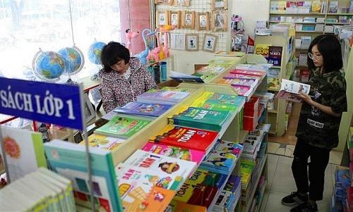 Không được ép buộc học sinh phải mua tài liệu tham khảo