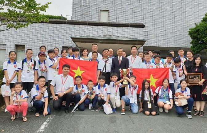 Đoàn học sinh Việt Nam đạt thành tích xuất sắc tại kỳ thi Toán Quốc tế WMI