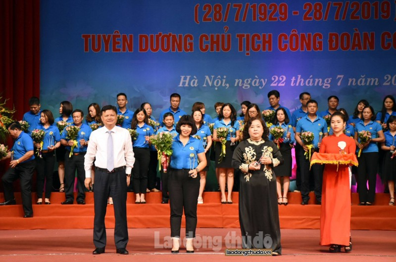 toan canh hinh anh theo thoi gian le ky niem 90 nam ngay thanh lap cong doan viet nam