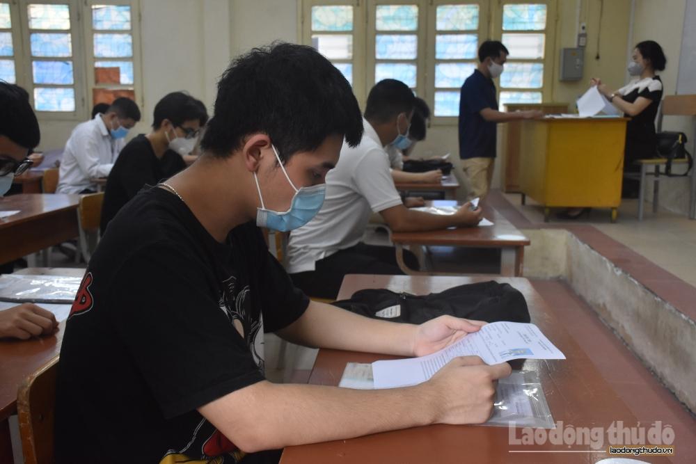 Thí sinh hoàn thành thủ tục dự thi tốt nghiệp Trung học phổ thông