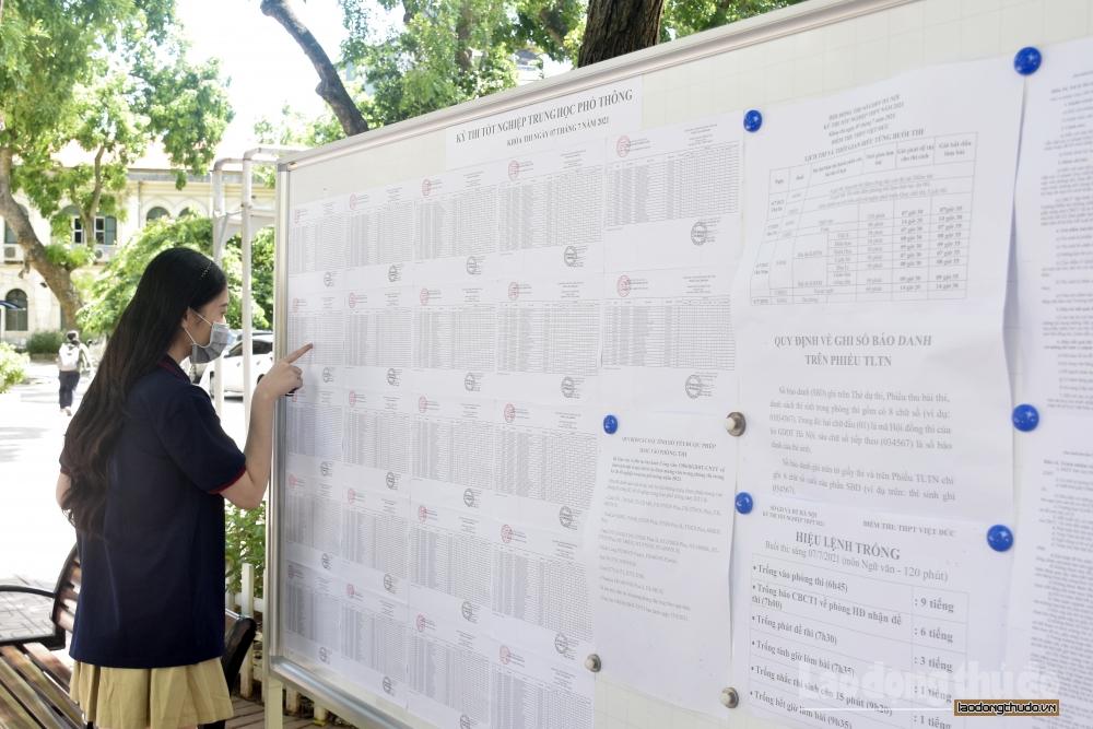 Thí sinh bước vào ngày thi đầu tiên kỳ thi tốt nghiệp Trung học phổ thông