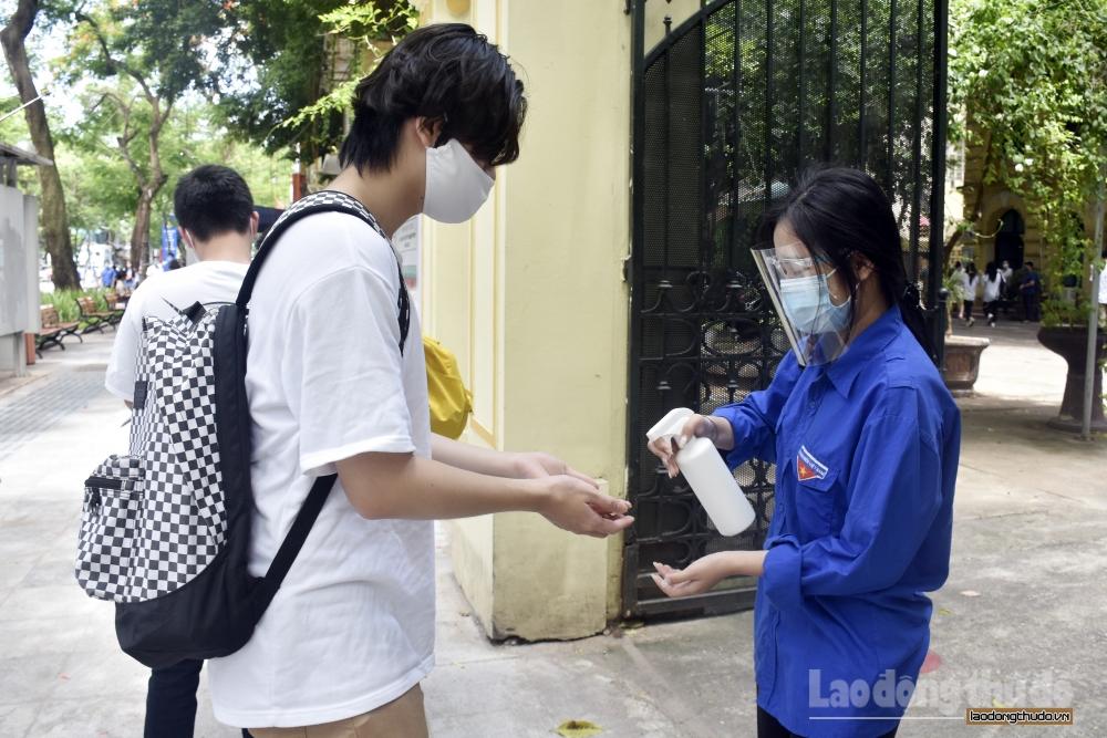 Hơn 101 nghìn thí sinh Hà Nội bước vào ngày thi đầu tiên kỳ thi tốt nghiệp Trung học phổ thông