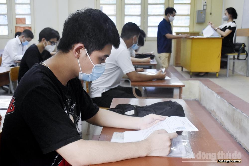 Thí sinh bước vào ngày thi thứ hai kỳ thi tốt nghiệp Trung học phổ thông