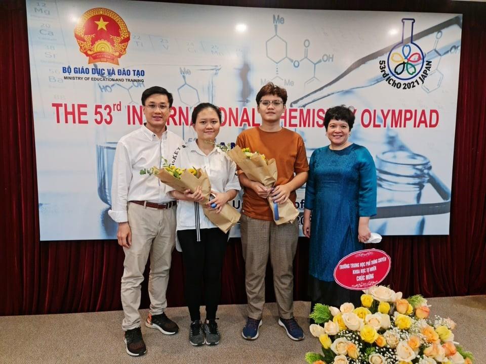 Khen thưởng học sinh có thành tích xuất sắc tại các cuộc thi quốc tế
