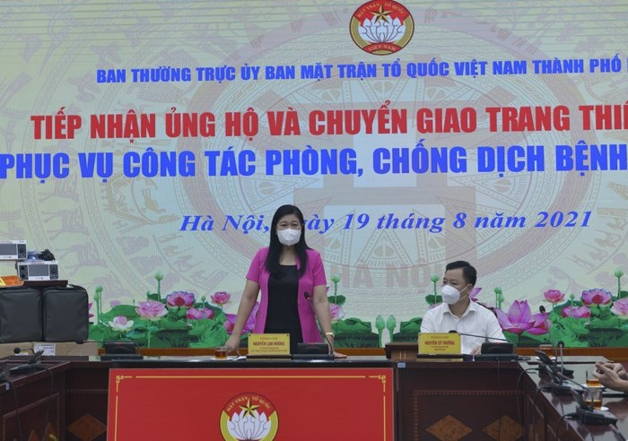 Ủy ban MTTQ Việt Nam thành phố Hà Nội tiếp nhận và chuyển giao trang thiết bị phòng, chống dịch