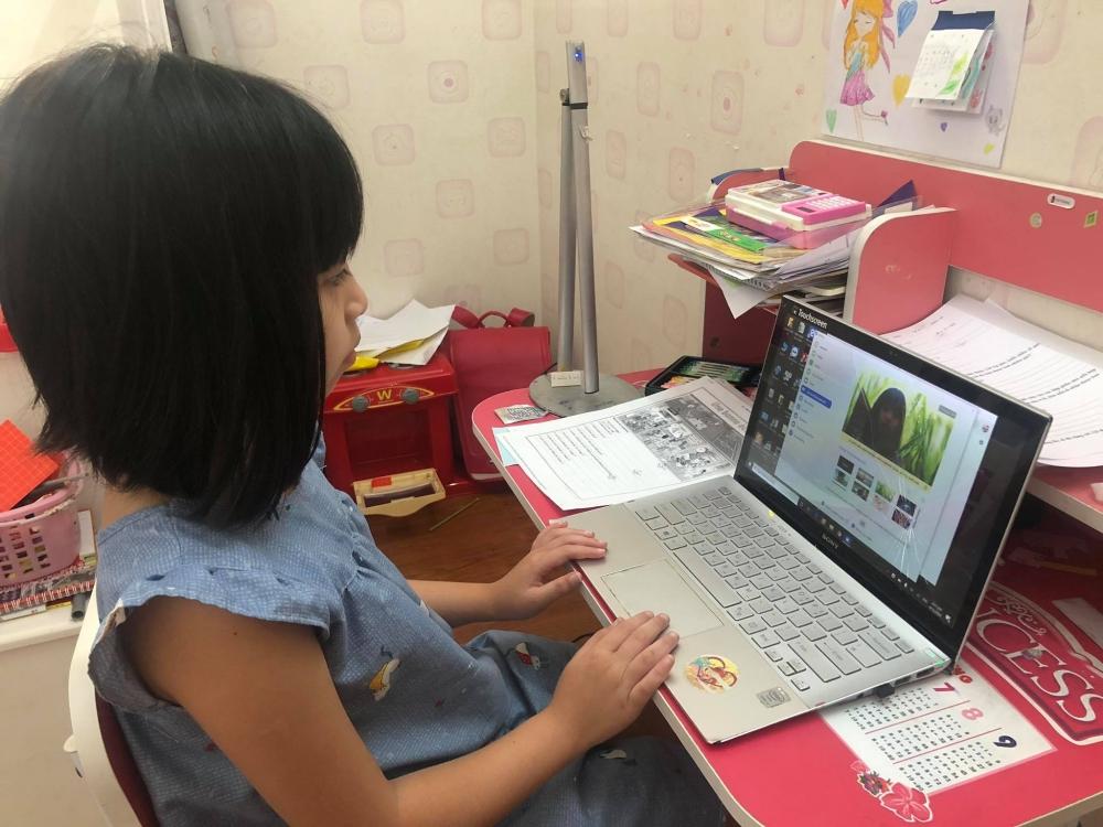 Tìm giải pháp gỡ khó việc dạy và học lớp 1 trực tuyến