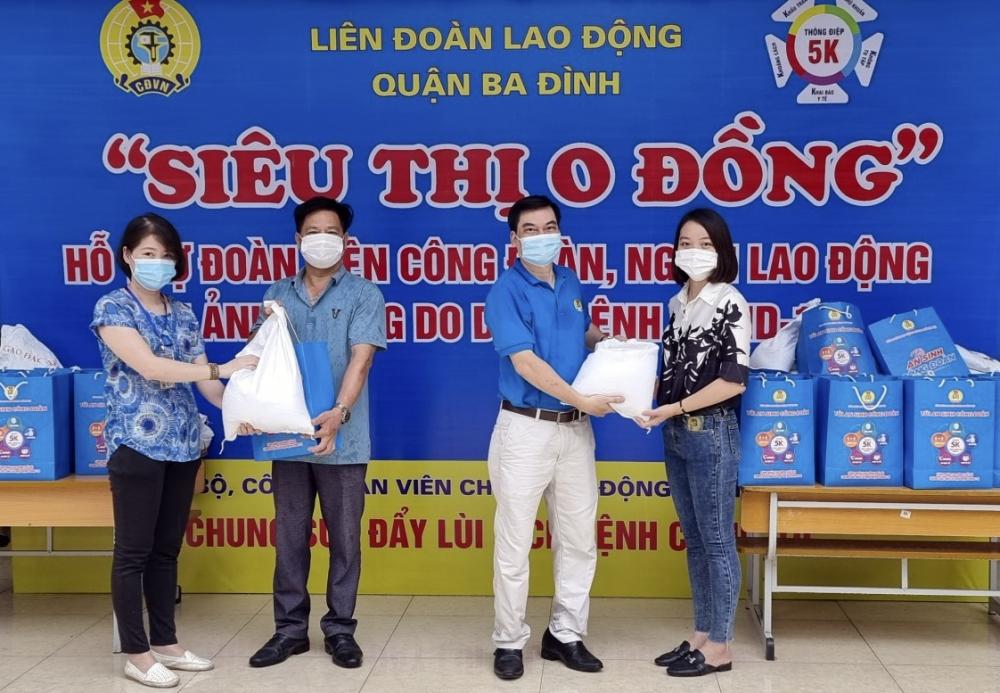 """LĐLĐ quận Ba Đình tiếp tục trao """"Túi An sinh Công đoàn"""" đến đoàn viên, người lao động"""