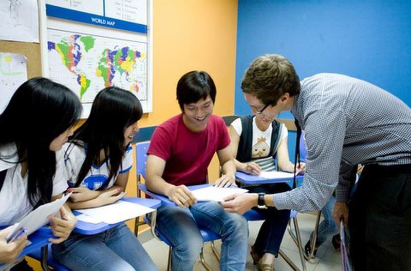 Giám đốc trung tâm ngoại ngữ, tin học phải có bằng đại học