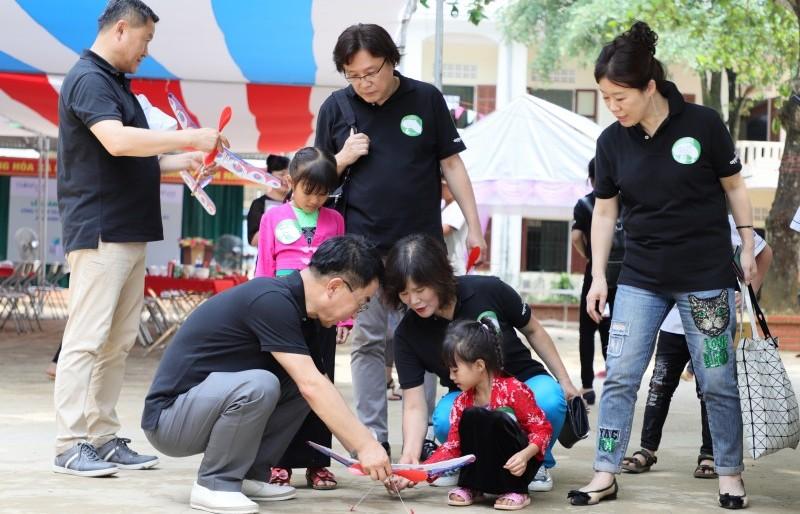 Bàn giao công trình trường học thứ 33 Childfund hỗ trợ tại Hòa Bình