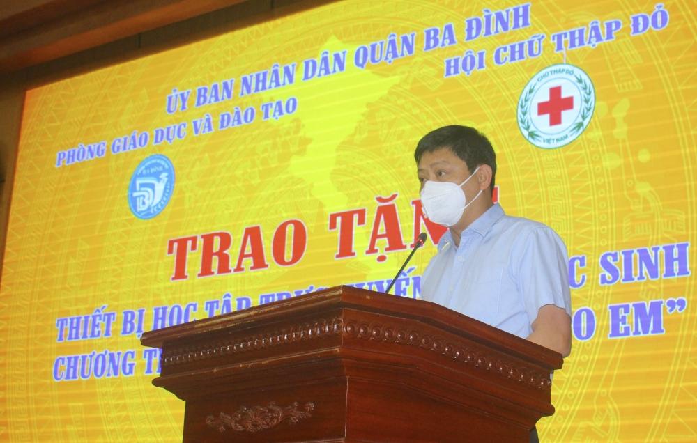 Quận Ba Đình: Trao tặng thiết bị học tập trực tuyến cho học sinh có hoàn cảnh khó khăn