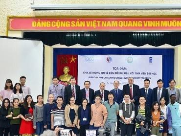 Hà Nội: Nâng cao hiểu biết về biến đổi khí hậu cho sinh viên