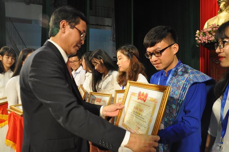 Trao thưởng giảng viên trẻ, sinh viên nghiên cứu khoa học 2018