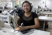 Nữ công nhân may đam mê với nghề