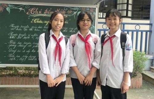 Tuyên dương ba học sinh nhặt được 50 triệu đồng trả lại người đánh rơi