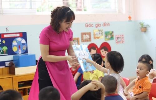 Cô giáo mầm non yêu trẻ bằng cả tấm lòng