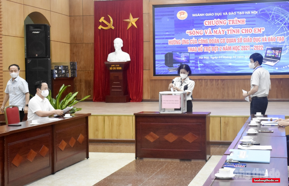 Hà Nội: Thêm 40 học sinh được tặng thiết bị học trực tuyến