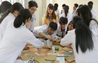 Nữ giáo viên không ngừng đổi mới phương pháp dạy học