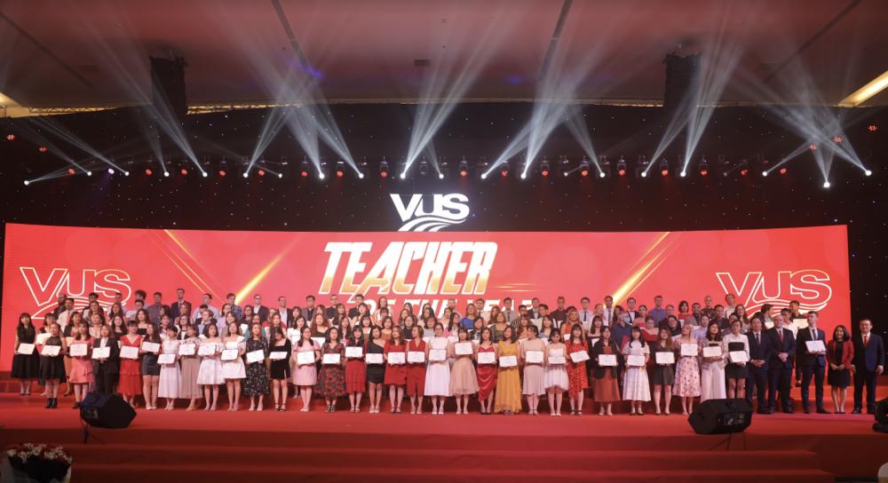 Lễ tri ân giàu cảm xúc của giáo viên và trợ giảng tại VUS