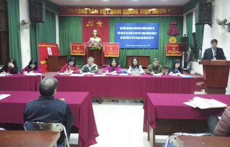 Đại biểu HĐND phường Giảng Võ tiếp xúc cử tri trước kỳ họp thứ 7 khóa IX