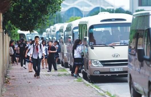 Rà soát việc sử dụng dịch vụ đưa đón học sinh bằng xe ô tô
