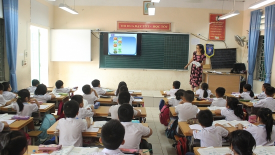 Tổ chức cho giáo viên góp ý bản mẫu sách giáo khoa lớp 2, lớp 6