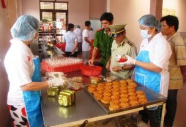 Hà Nội: Tiêu hủy hàng trăm kg nguyên liệu bánh trung thu không đảm bảo