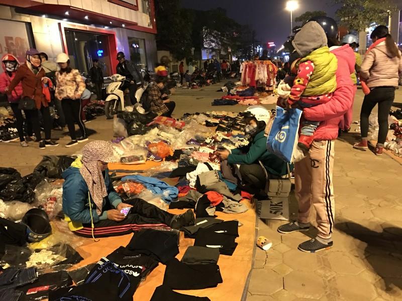 Giáp Tết chợ tạm mọc như nấm