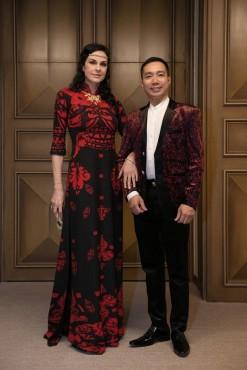 Hoa hậu Pháp ấn tượng trong trang phục áo dài Việt